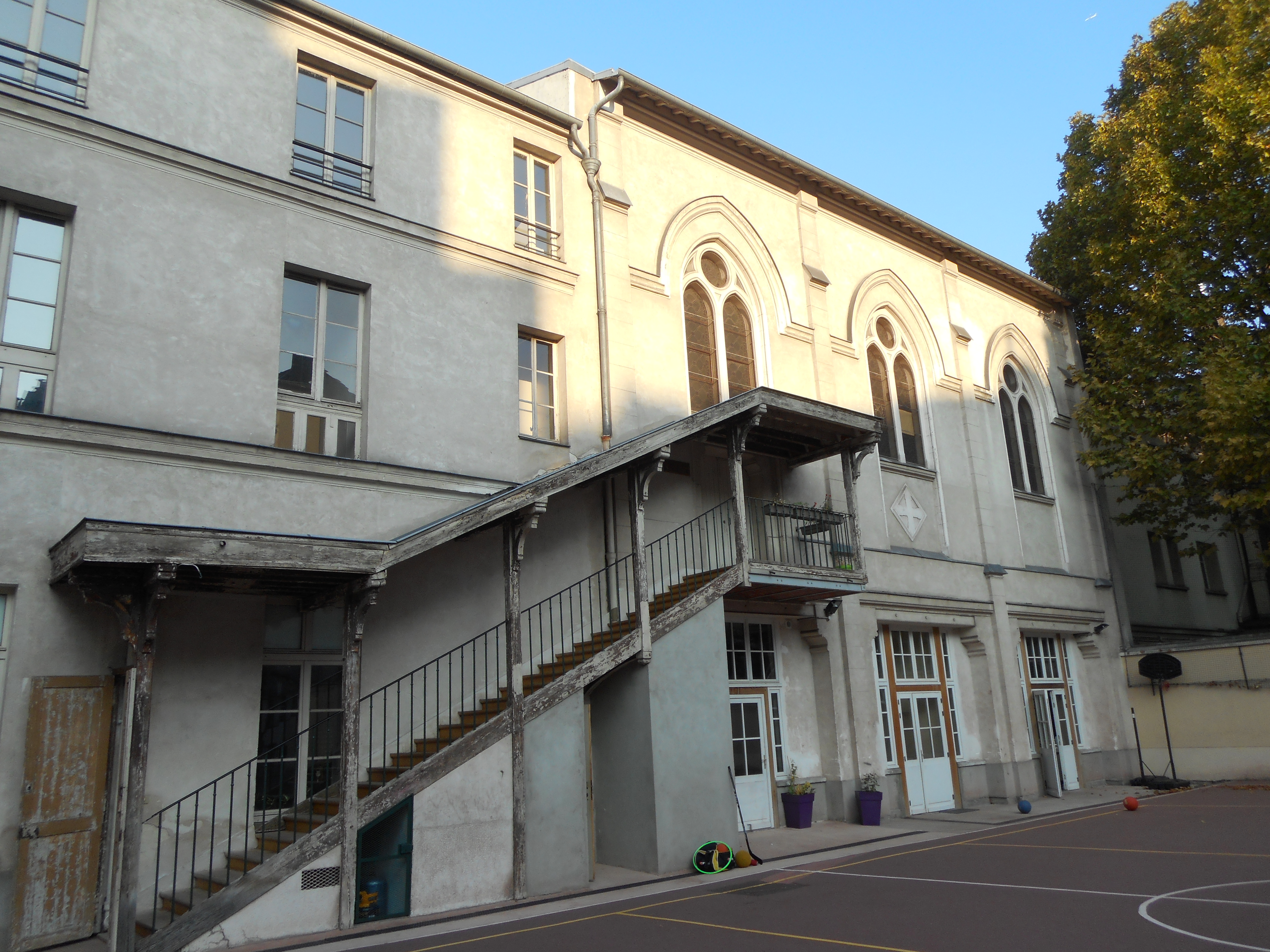 Financer la reconstruction de la maison des jeunes de for Fondation de la maison