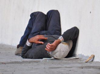 Sans-abri dormant dans la rue