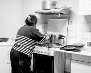 Cuisinière de l'association Partage 19e